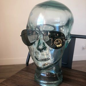 Black Ray ban aviator glasses